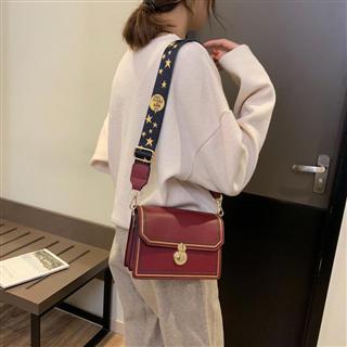 高级质感法国小众女包新款宽带斜挎小方包